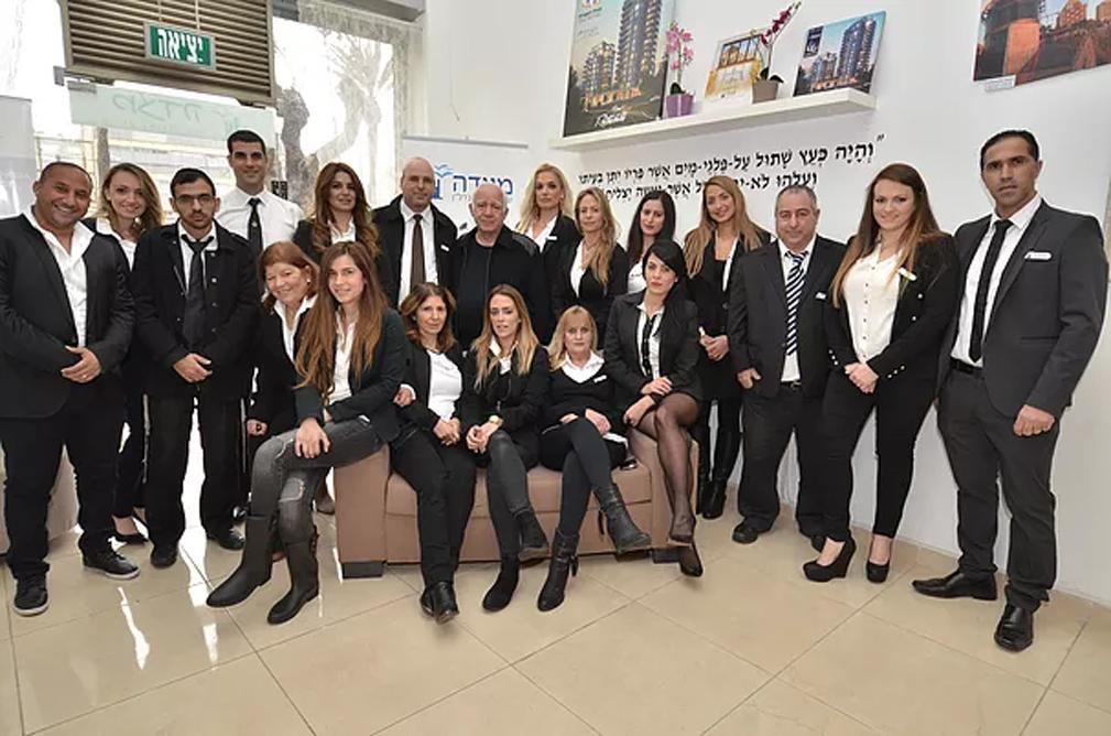 סוכני המשרד דוברים מספר רב של שפות ואנו משתפים פעולה עם כל משרדי התיווך המורשים בארץ ובעולם